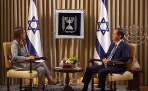 יונית לוי בראיון עם נשיא המדינה יצחק  הרצוג (צילום: חדשות 12)