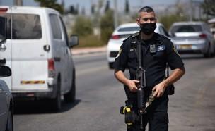 המצוד אחר המחבלים שנמלטו: מחסומי משטרה נפרסו (צילום: דוברות המשטרה)