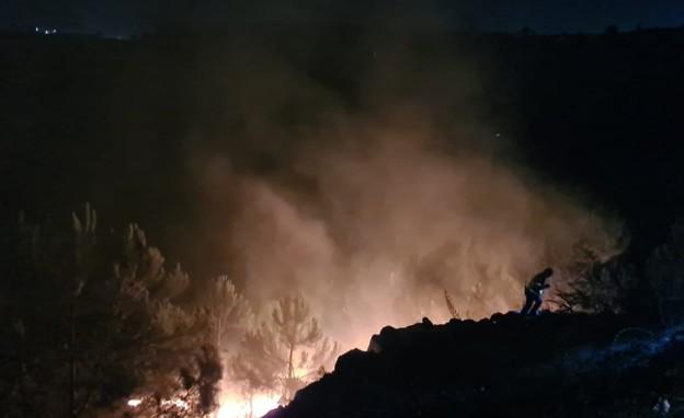 """חשד להצתת מתקן """"קליבר 3"""" בגוש עציון (צילום: דוברות כבאות והצלה, מחוז יו""""ש)"""