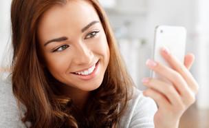 נערה עם טלפון סלולרי (צילום: אימג'בנק / Thinkstock)