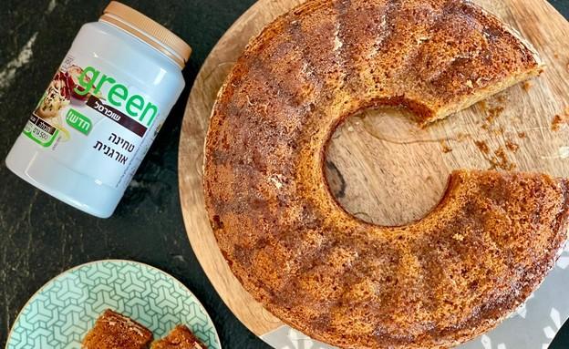 עוגת טחינה וסילאן עם סירופ הל (צילום: ריטה גולדשטיין)