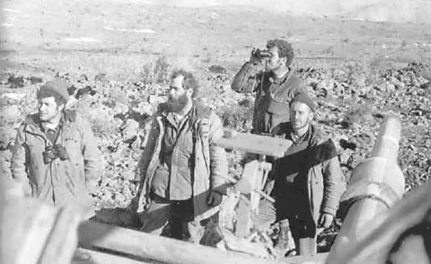 הרב יעקב מדן בתקופת הצבא (הימני בתמונה)