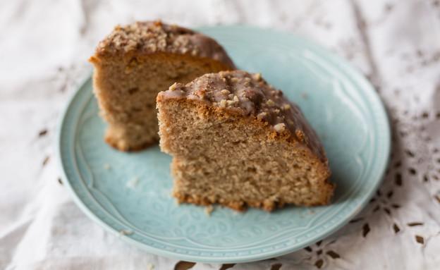 עוגת קינמון בזיגוג סוכר ואגוזים (צילום: קרן אגם, אוכל טוב)
