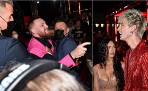 קונור מקגרגור ומאשין גאן קלי רבים ב-VMA 2021 (צילום: Jeff Kravitz/MTV VMAs 2021/Getty Images for MTV/ViacomCBS)