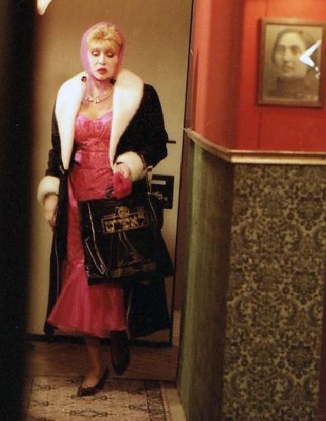 """עדה ואלרי טל, מתוך הסרט """"חסד מופלא"""" (צילום: חסד מופלא, עמוס גוטמן)"""