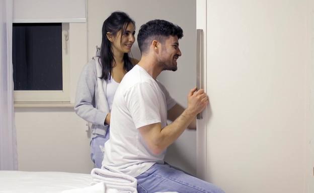 לירון ועינת חדר ארונות  (צילום: חתונה ממבט ראשון, קשת 12)