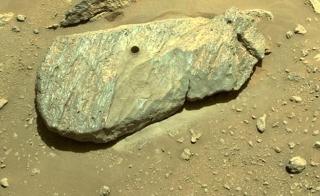 סלע שנקדח במאדים (צילום: NASA)