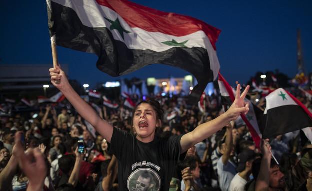 אזרחים בסוריה חוגגים את ניצחונו של אסד (צילום: AP)