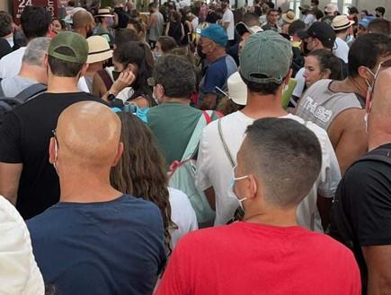 """""""דוחק וצפיפות"""": אלפי ישראלים הגיעו אתמול לסיני - מעבר הגבול קרס"""