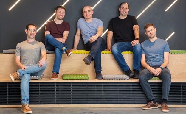 """המייסדים של לייטריקס, במרכז: זאב פרבמן, מייסד-שותף ומנכ""""ל (צילום: אייל מרילוס)"""