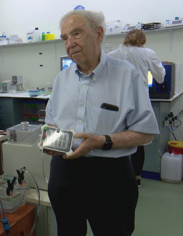 בן 80 שפיתח תרופה לסרטן (צילום: חדשות 12)