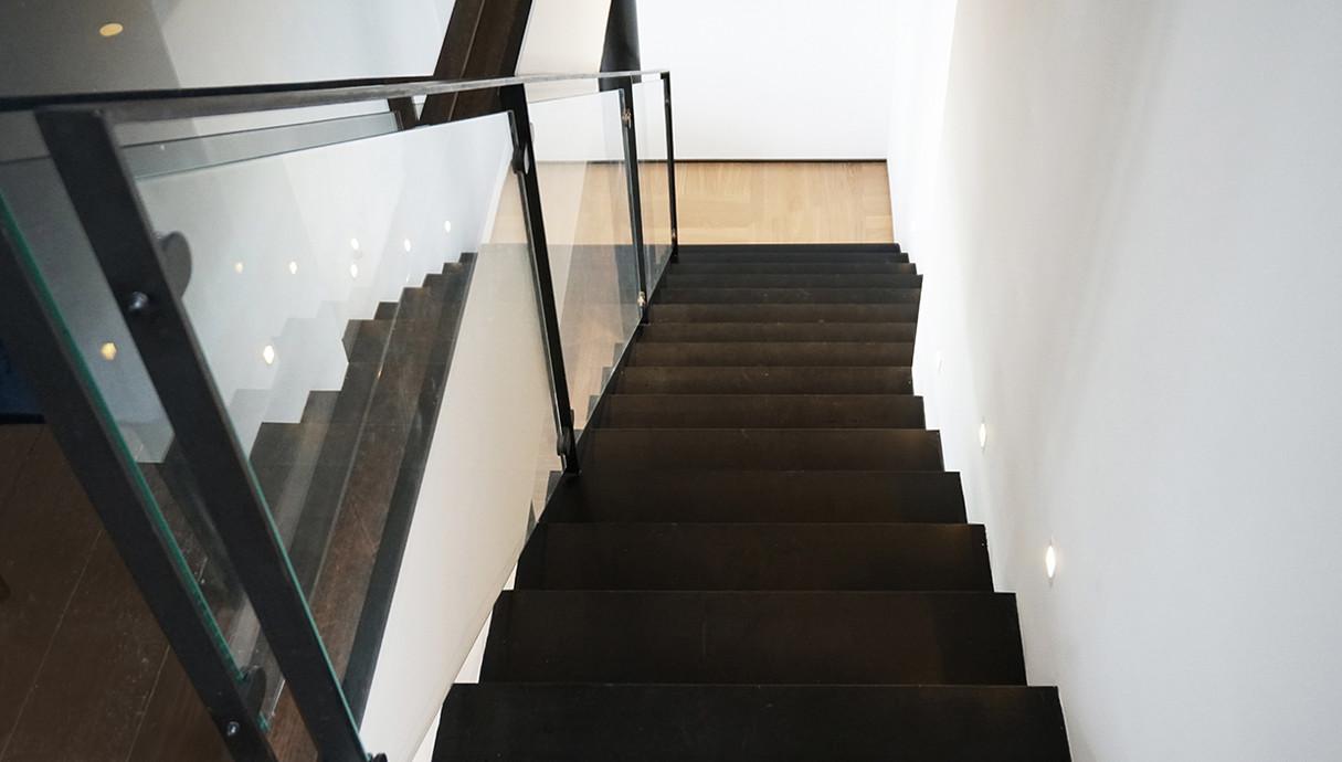 הבית של עינת שרוף, מדרגות, אדריכלות זנדבנק-ברקאי אדריכלים