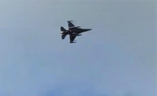 מטוס F-16 שנטען כי תועד בשמי ניו יורק (צילום: Black Flag Media, YouTube)