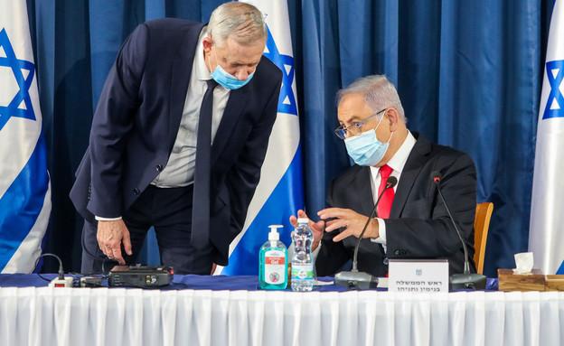 ראש הממשלה נתניהו ושר הבטחון גנץ במהלך ישיבת ממשלה (צילום: Marc Israel Sellem/POOL, flash90)