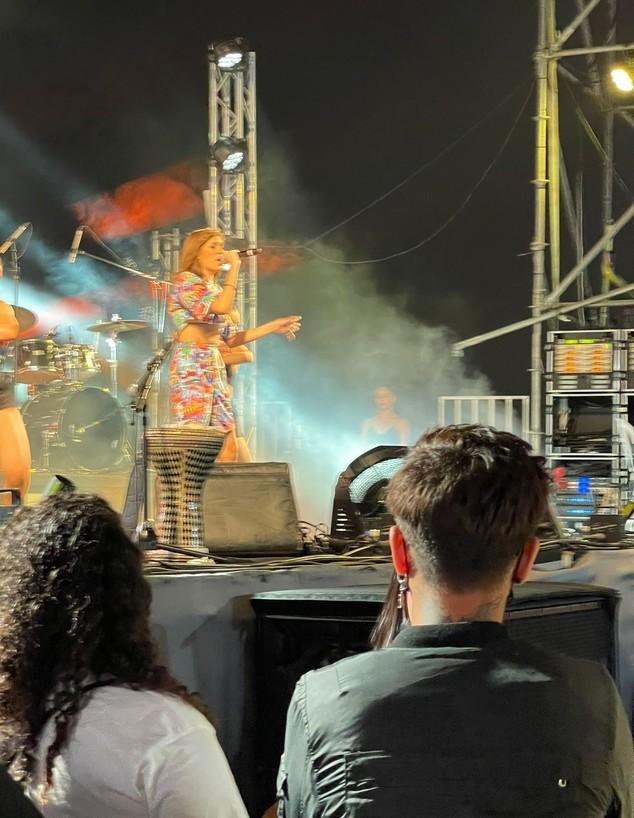 מאיה ג'ריס בהופעה של אלה לי (צילום: טל מרום, פרטי)