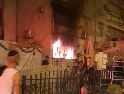 """שרפה ברחוב ד""""ר וייסבורג בפתח תקווה (צילום: דוברות והסברה כבאות פתח תקווה)"""