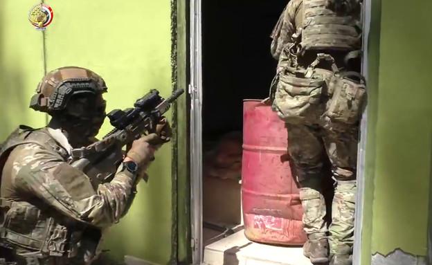איך הגיע רובה תבור ישראלי לקומנדו השכן (צילום: mod.gov.eg, youtube)
