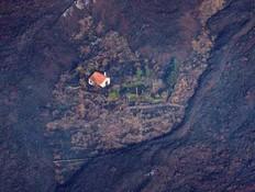 בית שניצל מהתפרצות הר הגעש בלה פלמה (צילום: reuters)