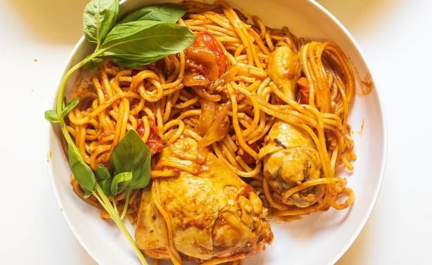 עוף וספגטי בסיר אחד (צילום: פאני דוד, אוכל טוב)