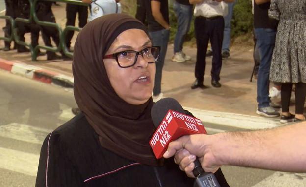 וטפה ג'בליה, מפגינה מול ביתו של עומר בר לב (צילום: החדשות )
