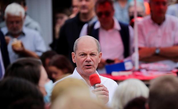 מועמד השמאל מרכז - ה SPD   - אולף שולץ בעצרת (צילום: reuters)