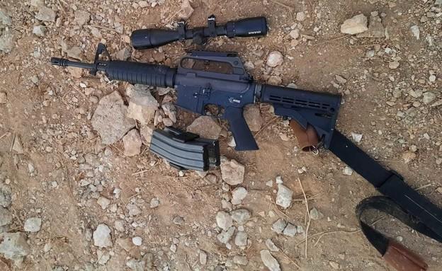 """נשק שנתפס בבית מחבל (צילום: דובר צה""""ל )"""