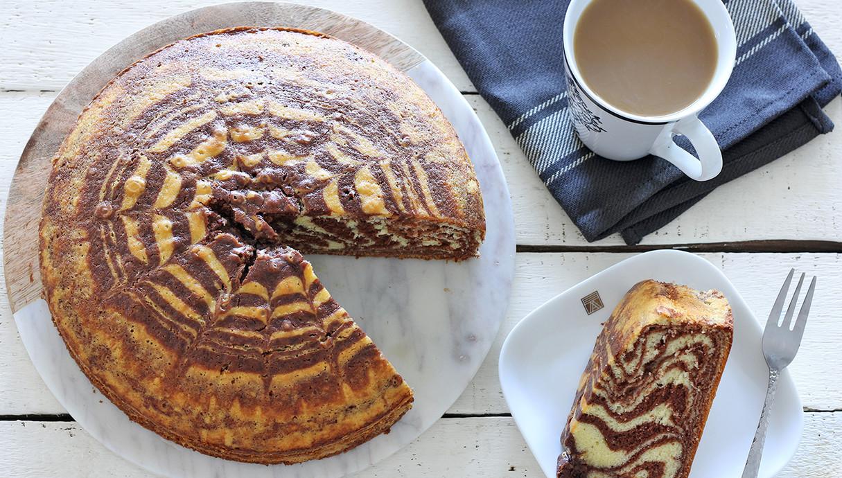 עוגה לשבת - עוגת זברה עם ממרח שוקולד (צילום: ענבל לביא, אוכל טוב)