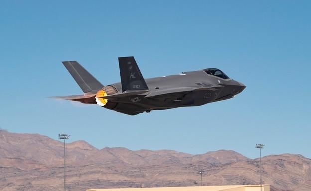 המטוס בניסוי (צילום: Airman 1st Class Zachary Rufus/USAF)