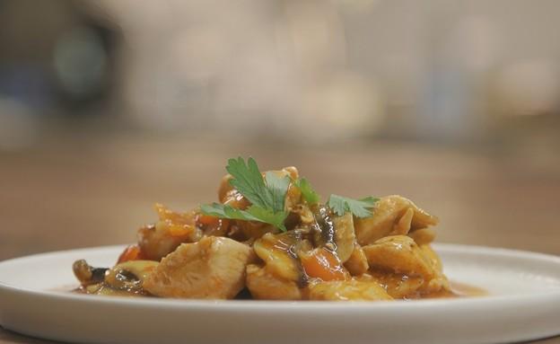 עוף מוקפץ עם פטריות ברוטב אסייתי (צילום: אמהות מבשלות ביחד, ערוץ 24 החדש)