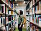 הספריות הציבוריות בניו יורק מבטלות את החובות על איחורים