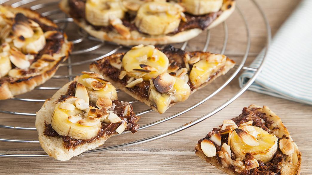 פיצה-פיתה מתוקה. עוד תירוץ לאכול נוטלה (צילום: אסף אמברם, אוכל טוב)