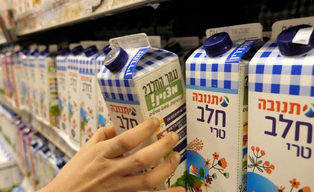 חלב בסופרמרקט (צילום: hafakot, shutterstock)
