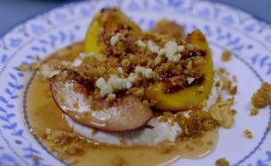 קינוח אפרסקים צלויים של אורלי ואלישע (צילום: המטבח המנצח VIP, קשת 12)
