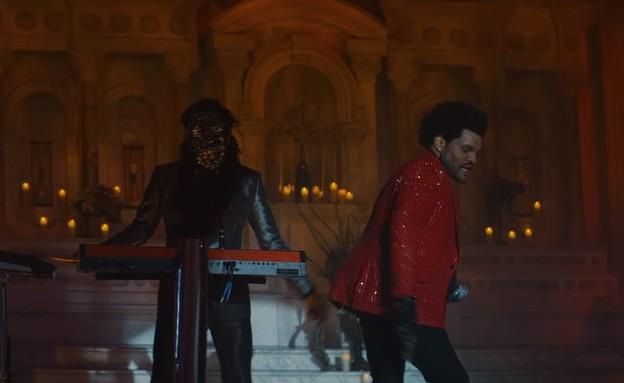 """דה וויקנד בקליפ """"Save Your Tears"""" (צילום: מתוך הקליפ ביוטיוב """"Save Your Tears"""" של דה וויקנד)"""