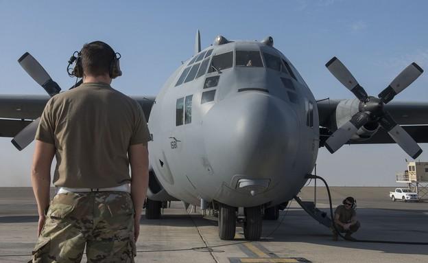הצוות בבסיס מעבר לים (צילום: Staff Sgt. Zade Vadnais, U.S. Air Force)