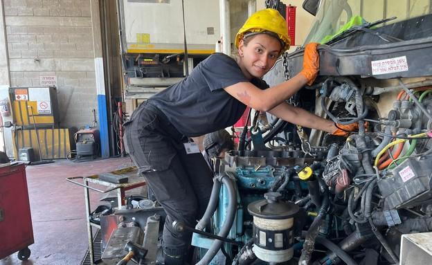 אטל מור במפעל זוקו-שילובים  (צילום: יח