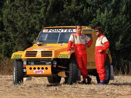רז היימן והלל סגל (צילום: רמי גלבוע). הרכב נבנה במוסך טרקטורים עם  (צילום: ספורט 5)