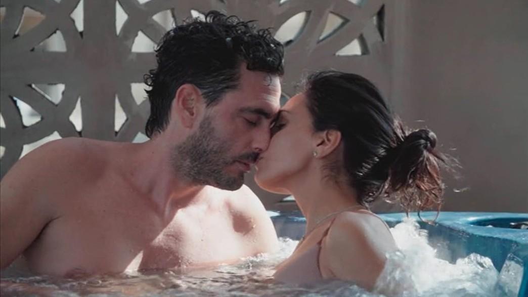 דני ושני מתנשקים. חיוך של ניצחון (צילום: קשת 12, חתונה ממבט ראשון)