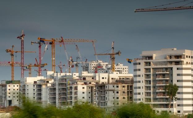 בניית שכונה חדשה באשקלון, אוגוסט 2021 (צילום: Yuri Dondish, shutterstock)