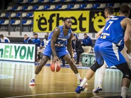 סימנה וי ראשון (FIBA) (צילום: ספורט 5)