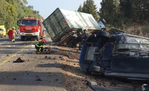 התאונה בכביש 4, סמוך לצומת עין כרמל (צילום: דוברות המשטרה)