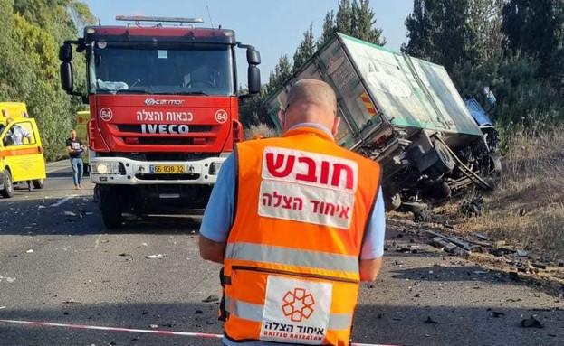 התאונה בכביש 4, סמוך לצומת עין כרמל (צילום: דוברות איחוד והצלה)