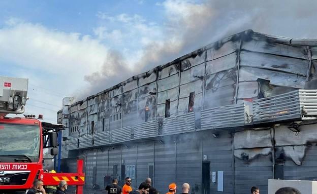 שריפה בקלנסווה (צילום: כבאות והצלה)