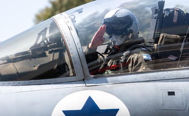 """מפקד חיל האוויר, אלוף עמיקם נורקין, במטס יום העצמא (צילום: דובר צה""""ל)"""