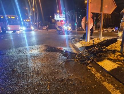 """רוכב אופניים חשמליים בן 18 מת בתאונת דרכים (צילום: תיעוד מבצעי מד""""א)"""