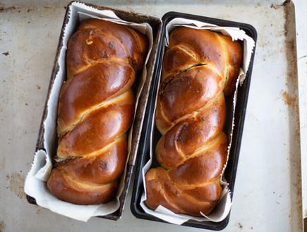 עוגת שמרים עם שקדים ותמרים (צילום: נופר צור, אוכל טוב)