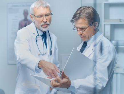 רופאים (צילום: Gorodenkoff, shutterstock)