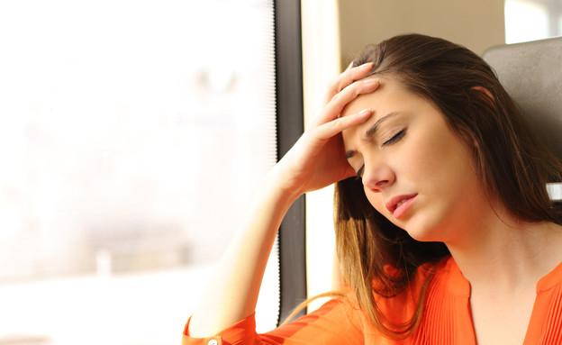 אישה עם בחילה (צילום: Antonio Guillem, Shutterstock)