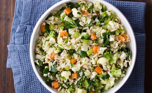 אורז מלא עם ירוקים וגזרים (צילום: Ildi Papp, shutterstock)