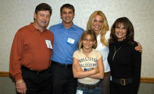 בריטני ספירס והמשפחה שלה ב-2003 (צילום: Photo by Kevin Mazur/WireImage)